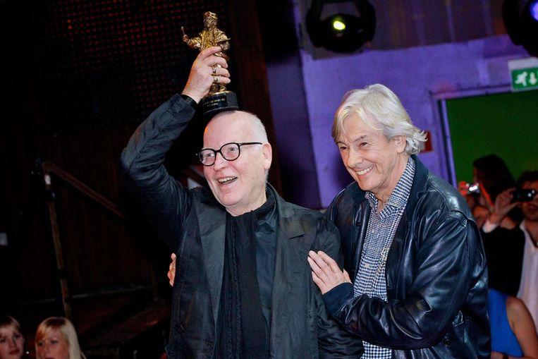 Casting director Hans Kemna met de Ere Rembrandt Award en Paul Verhoeven (R). Beeld
