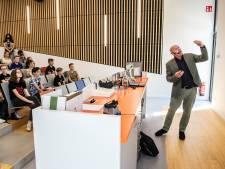 André Kuipers op het Dongemond College: de aarde is in disbalans en lijkt af te koersen op een catastrofe