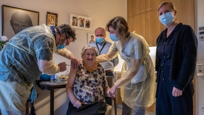 """Bewoners woonzorgcentrum Ter Meere krijgen eerste prik tegen corona: """"Dat we nu snel weer bezoek mogen ontvangen, want dat hebben we gemist"""""""