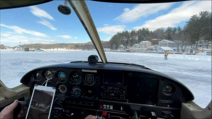 Het landen op ijs vereist echter wel iet of wat andere technieken dan een landing op asfalt.