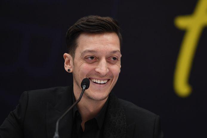 Mesut Özil bij de persconferentie.