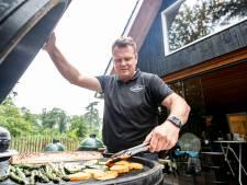 Van goed betaalde baan als directeur tot non-stop barbecueën, Mark uit Wierden gooit het roer om: 'Als je je hart volgt en passie voelt, komt het wel goed'