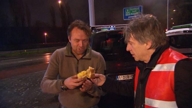 """""""Rock-'n-roll"""" in 'Alloo bij de Wegpolitie': bestuurders vieren goeie afloop van botsing met stuk appeltaart"""