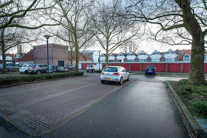 Een zaterdag op parkeerterrein Mineurplein in Bergen op Zoom. Nu veel winkels niet of maar mondjesmaat klanten mogen toelaten, ligt het parkeren ook op z'n gat. En daardoor lopen gemeenten in West-Brabant tonnen inkomsten mis.
