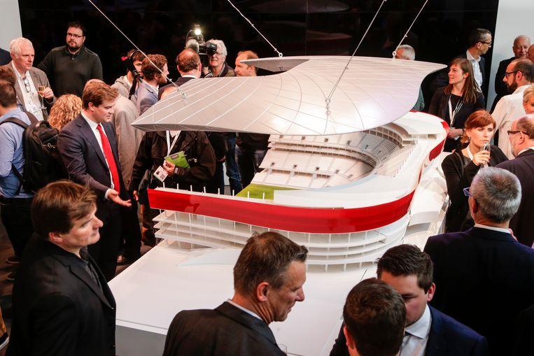 ►Bouwheer Ghelamco presenteert de maquette van het Eurostadion in Brussel. Het stadion moet op parking C van de Heizel verrijzen. Beeld BELGA