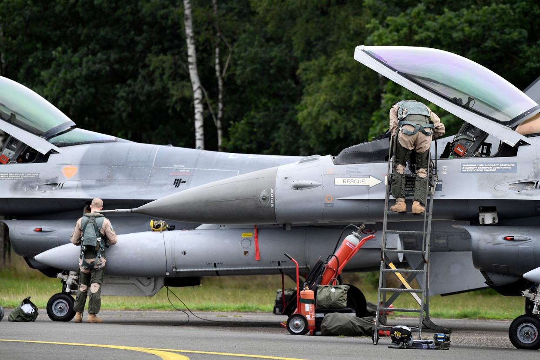 Een F-16-gevechtsvliegtuig op de basis in Kleine Brogel