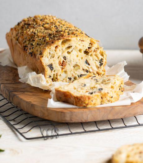 Wat Eten We Vandaag: Hartige cake met halloumi en olijven