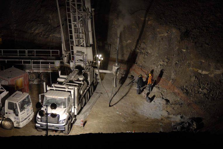 Werkzaamheden in de ingestorte mijn in Chili (AFP) Beeld AFP