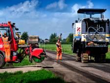 Hobbelige Blauwesteenweg stuk veiliger dankzij nieuw asfalt
