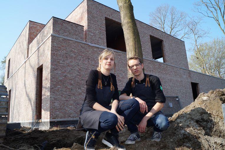 Jolien Olivier en Sam Swaenepoel laten Bistro De Witte Merel straks achter zich en openen in december een gloednieuwe zaak langs de Diksmuidesteenweg.