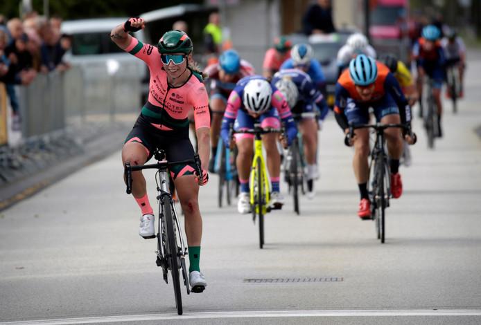 Wiebes Lorena wint de Omloop van Borsele in 2019.