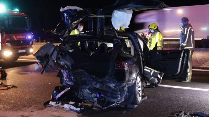 BMW rijdt aan hoge snelheid in op Tesla op E17 in Kruibeke: zeven gewonden