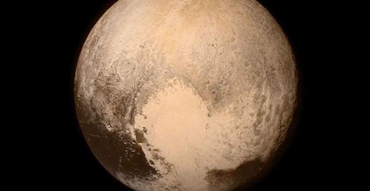 Sinds vandaag kennen we Pluto een beetje beter, maar de nieuwe info zal maanden nodig hebben om ons te bereiken. Beeld NASA