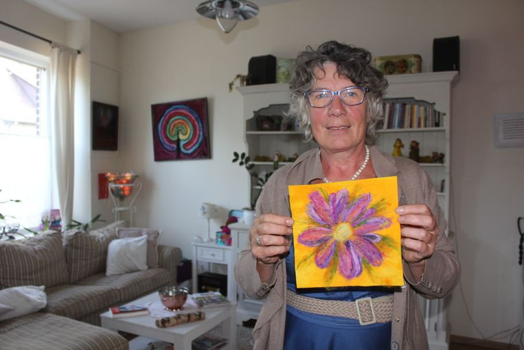 Ingrid Mulder met een lap van 20 cm op 20 cm.