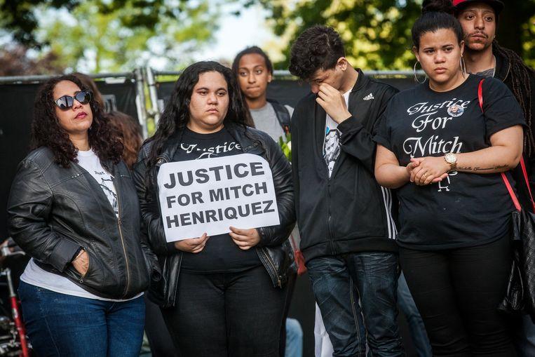 Familieleden van Mitch Henriquez tijdens een demonstratie tegen politiegeweld. Beeld ANP