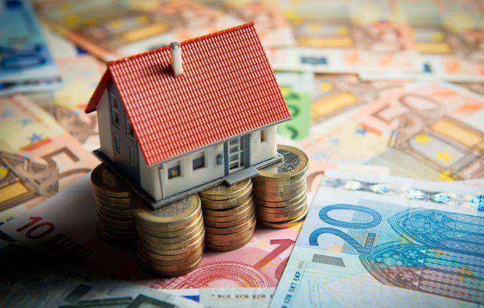 De Woningbouwvereniging voor Ambtenaren te Arnhem verkoopt het volledige bezit voor 28 miljoen euro aan RVG Real Estate.