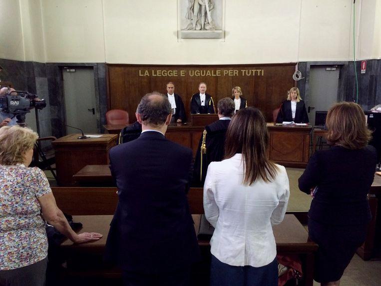 De voorzitter van het hof leest de uitspraak voor. Beeld afp