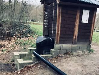Vandalen vernielen ecologisch toilet op bivakplaats in Meetshovenbos
