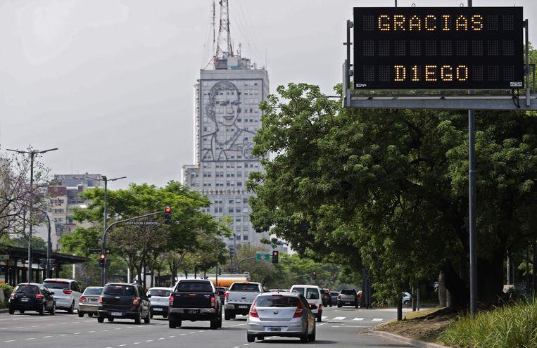 Dankbetuiging voor Maradona in Buenos Aires.  Beeld AFP