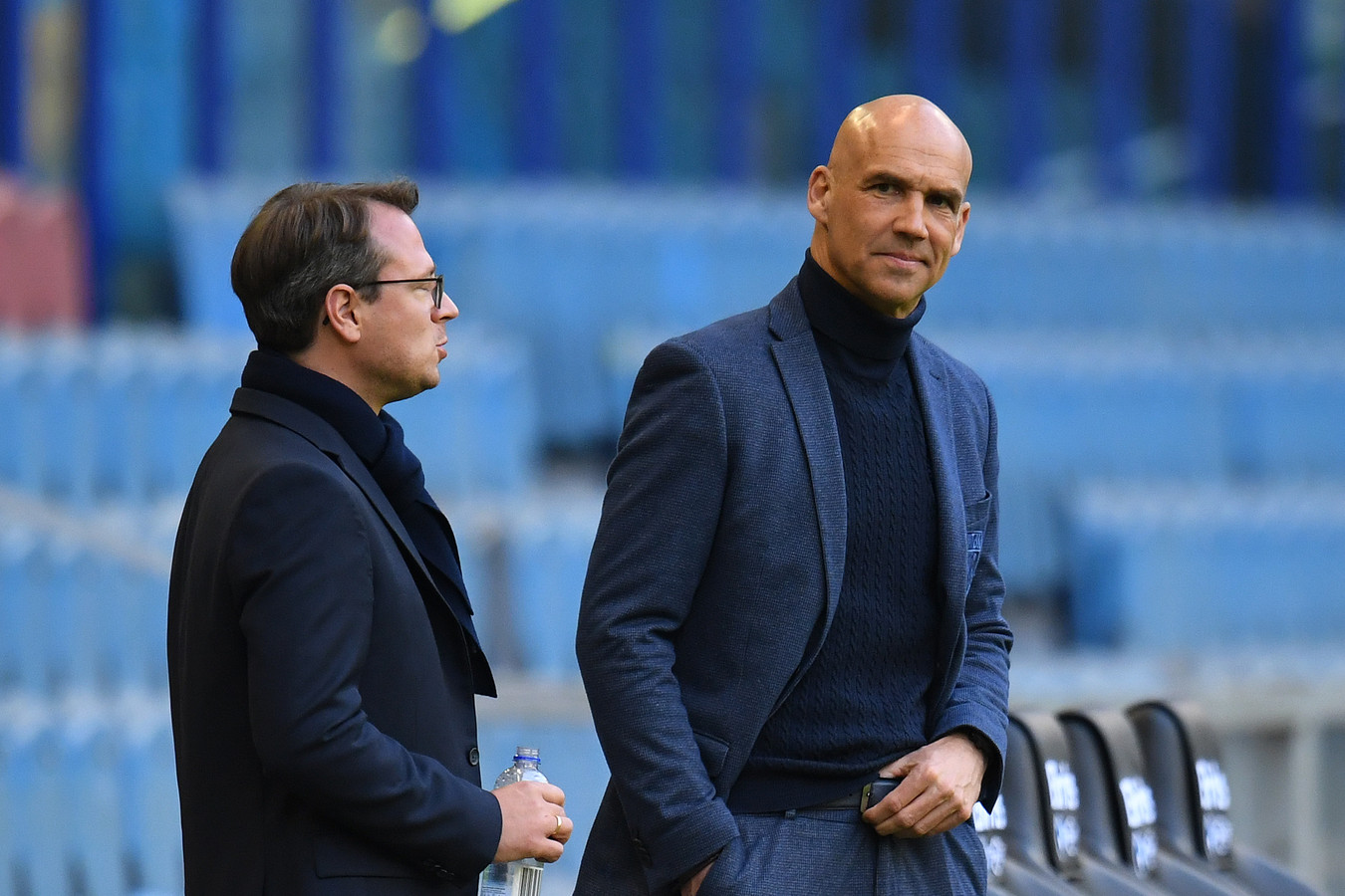Vitesse-trainer Thomas Letsch met de technisch directeur Johannes Spors.