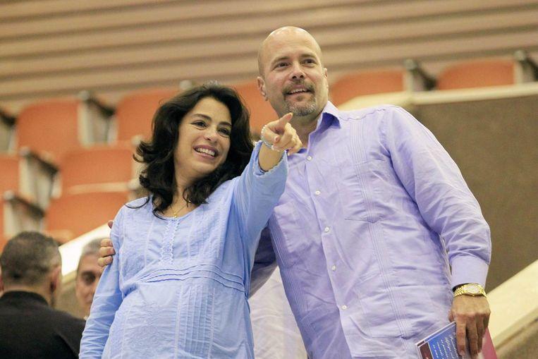 Gerardo Hernàndez en zijn hoogzwangere vrouw. Met dank aan de goede zorgen van de postdiensten. Beeld REUTERS