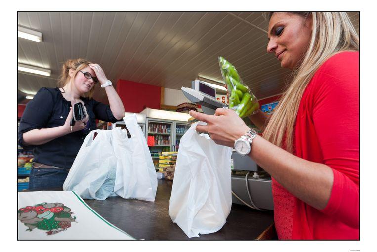 kruidenier - Gent kruidenier stopt groeten en fruit in plastic zakjes  plastieken zakken worden verboden door Europa