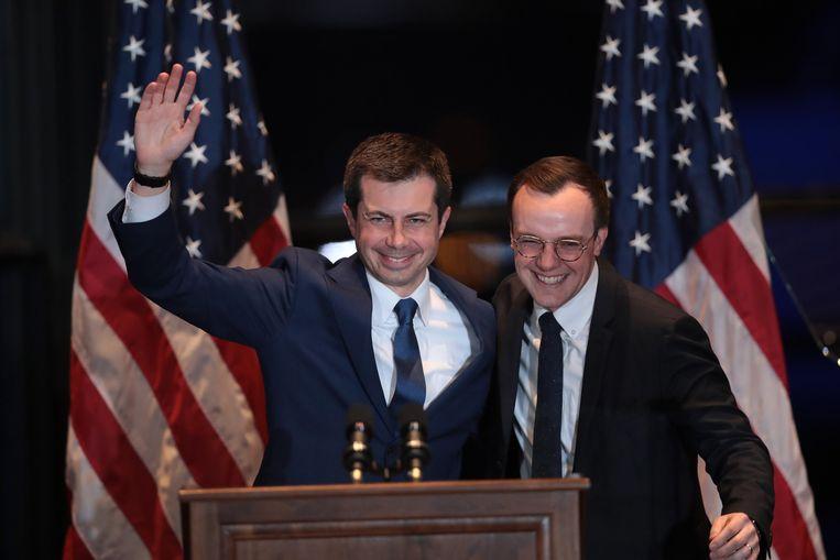 Pete Buttigieg (links) kondigt met zijn echtgenoot Chasten Buttigieg aan zijn zijde aan dat hij zich terugtrekt uit de race om de Democratische nominatie voor het presidentschap.