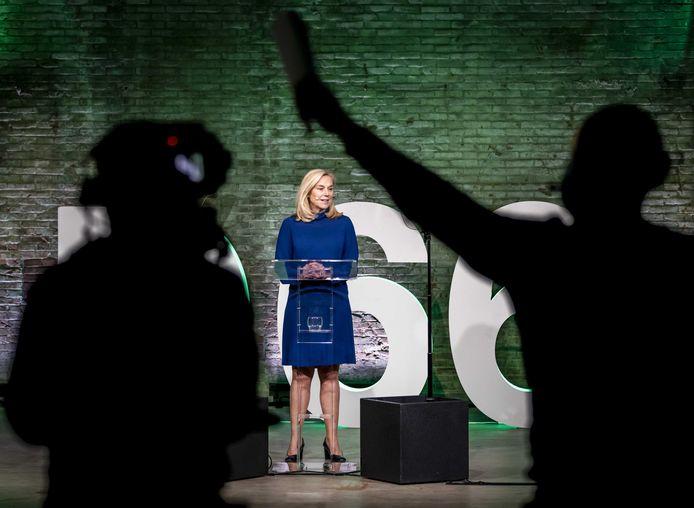Lijsttrekker Sigrid Kaag tijdens het partijcongres van D66. Ze stelt een onderzoek in na een anonieme mail waarin een belangrijke medewerker van de partij wordt beschuldigd van seksueel grensoverschrijdend gedrag.