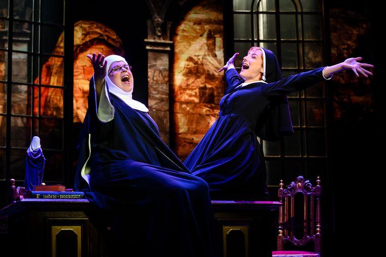 Moeder Overste (Francis van Broekhuizen) en postulante Maria (Nandi van Beurden) in The Sound of Music. Beeld Annemieke van der Togt/Roy Beusker
