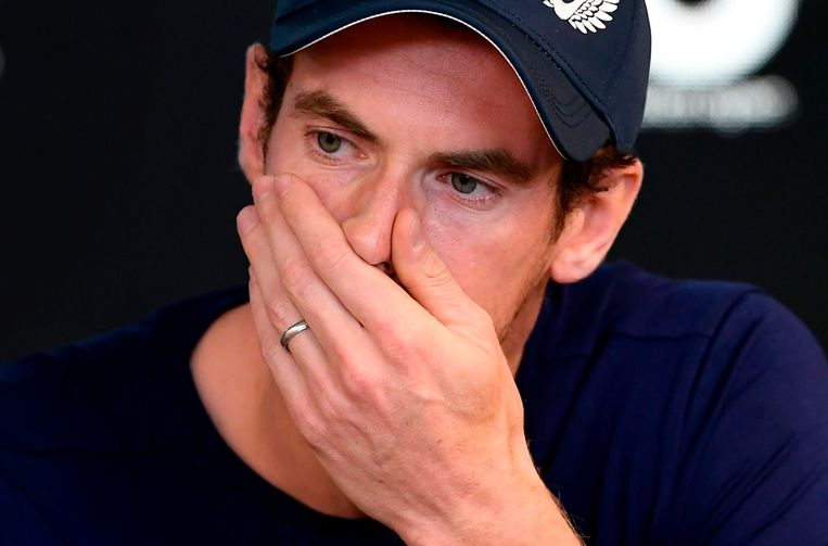 Andy Murray brak in tranen uit tijdens zijn persconferentie aan de vooravond van de Australian Open. Beeld AFP