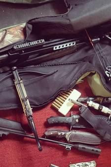 Man heeft groot wapenarsenaal op zolder liggen in Nijmegen, politie neemt het in beslag