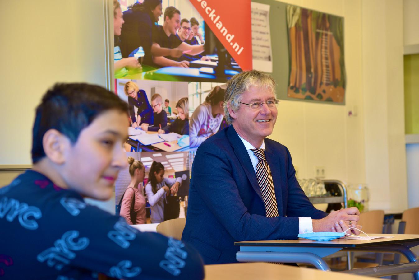 Arie Slob bezoekt het Broeckland College in Breukelen.