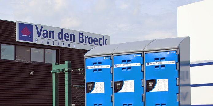 Bij Van den Broeck - Prolians staan sinds kort lockers waar de klant zijn bestelling dag en nacht kan afhalen