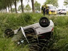 Auto belandt op z'n kop in sloot bij Bleiswijk