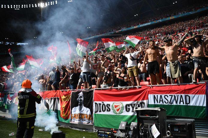 Tijdens de match tegen Frankrijk begroetten Hongaarse supporters zwarte Franse spelers met apengeluiden.