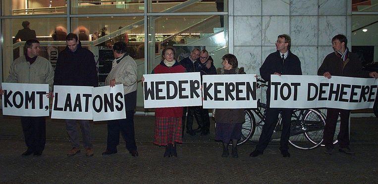 Een groepje zwijgende christenen uit Boskoop en Waddinxveen protesteerde tegen het homohuwelijk. Beeld anp