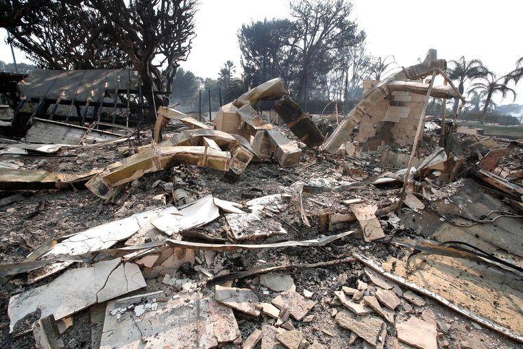 Het huis van zanger Robin Thicke is tot de grond toe afgebrand. Thicke, zijn zwangere vriendin April Love Geary en hun kinderen wisten nog net te ontsnappen aan de vuurzee.