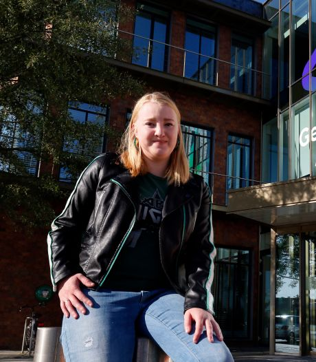 Jade Buchholtz is met haar 20 jaar het jonkie in de gemeenteraad van Altena