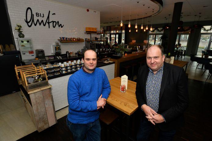 Exploitanten Erik de Bie (l) en Carlo Bergmans van Bijzonder Bruisend bv in hun brasserie Bij Anton.