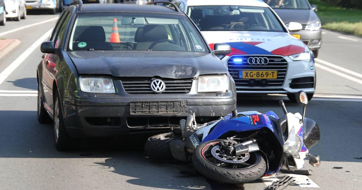 Motorrijder gewond na ongeluk bij Wierden, N35 tijdelijk dicht.