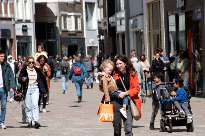 Het mooie nieuws: vorige week had de retail in Tilburg een betere week dan dezelfde week in 2019, mensen zoeken de Heuvelstraat weer op.