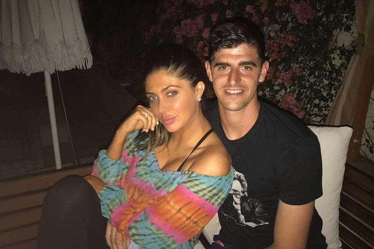 Juli 2017: Courtois met Brittny Gastineau in een hotelbar in Los Angeles.