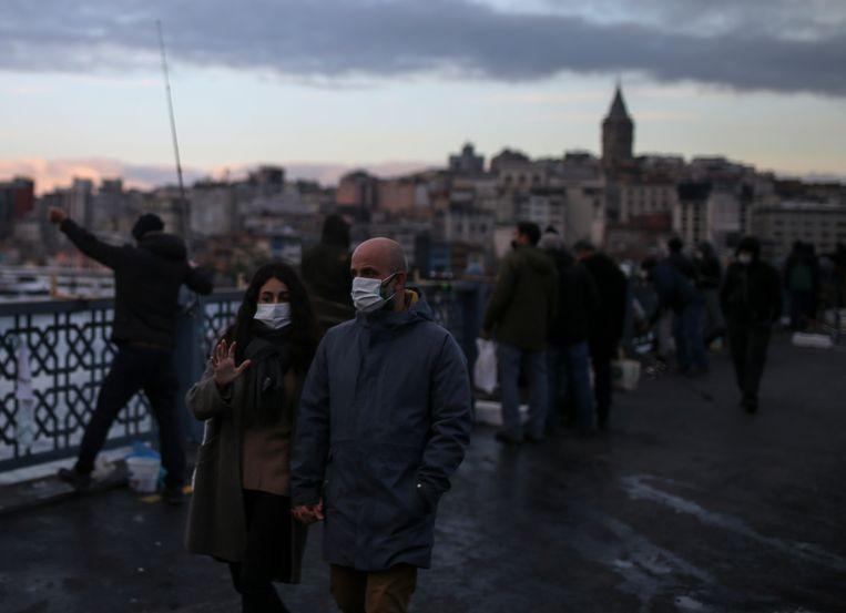 Wandelaars in Istanbul. Beeld AP