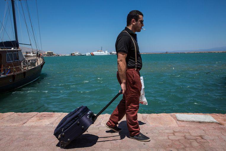 Abu Saif vluchtte naar Griekenland en zit nu vast op het eilandje Chios. Doorreizen naar Duitsland blijkt lastig zonder papieren.  Beeld Cigdem Yuksel