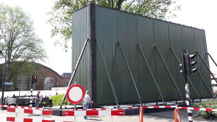 Een tijdelijke geluidswal in Tilburg voor festival Woo Hah! in de hoop om de geluidsoverlast van het festival terug te dringen.