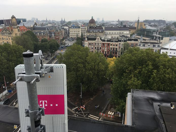 Een 5G-mast op het Leidseplein in Amsterdam.