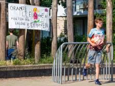 Nijmegen wil ultieme poging behoud speelveld,<br>leerlingen De Buut in optocht naar stadhuis