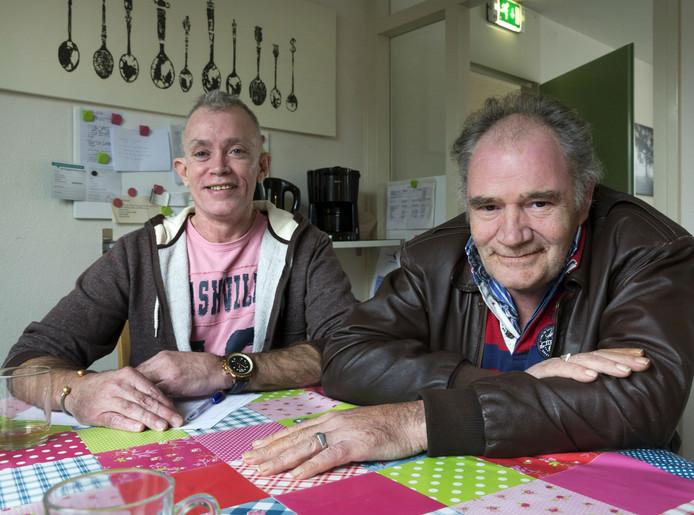 Ger Rombouts (rechts) en Jos Vissers willen dat hun beschermd wonen-voorziening van Reinier van Arkel in Schijndel behouden blijft.
