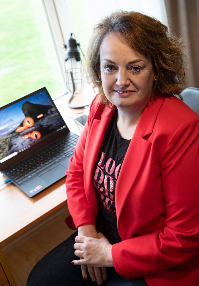 Alexis Barron werkt na de corona-uitbraak thuis om organisaties te blijven helpen met bescherming tegen cybercriminelen.