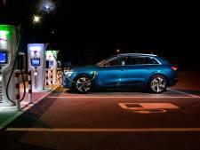 Provincie krijgt drie elektrische dienstauto's, maar volgens de SP is dat er één te veel: 'Ze hoeven niet naar Timboektoe'